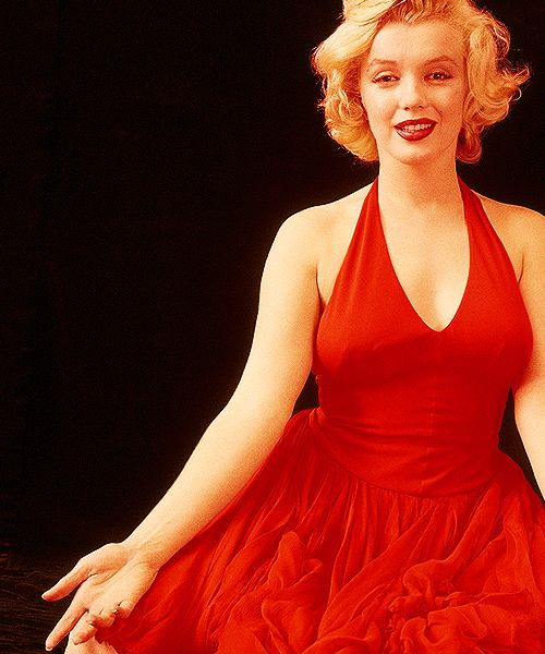 The Beauty Of Marilyn Monroe - Red Dress / Sweater / White Rob ...