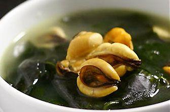 ワカメスープ  新大久保レシピ  材料  ・乾燥わかめ   ・にんにく   ・ダシダ(韓国のだし)   ・お湯   ・塩   ・ごま油   ・ごま