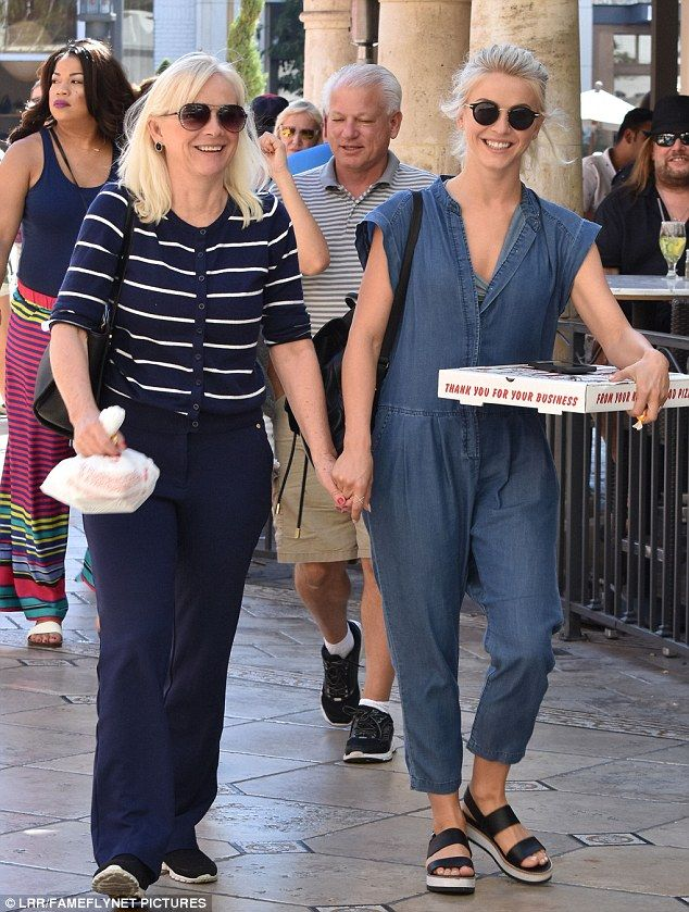 All smiles! Julianne Hough enjoyed a sunny lunch date with her mother Mari Anne on Sunday