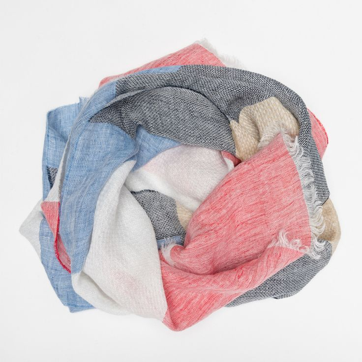 #echarpe #lin #bleu #blue #rouge #red #gris #grey #blanc #white #beige #ecru #atelierparticulier #madeinfrance #madeinitaly #luxe #womenswear #womensfashion #mensfashion #menswear
