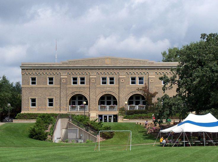 Ginásio do campus de Saint Paul da Universidade de  Minnesota, USA.  Fotografia: Alexius Horatius.