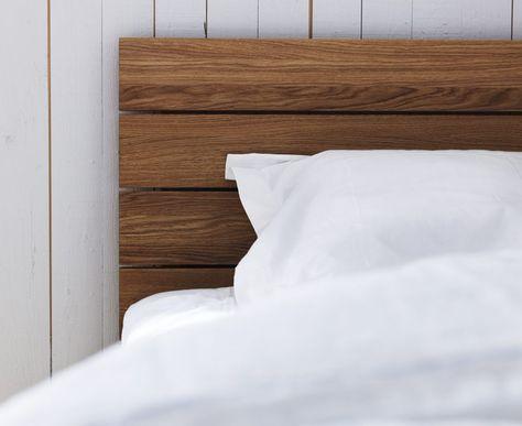 Sänggavel trä finns i björk eller ek och är mjukt avrundad och lutad för att ge skönt stöd för ryggen. Gaveln kan hängas på vilken säng som helst!
