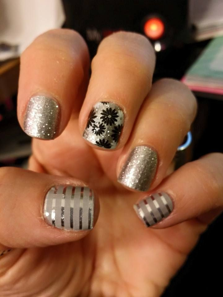 how to put glitter on nails with sponge