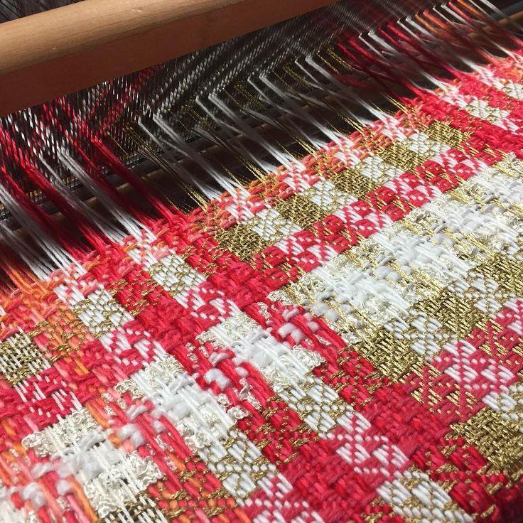 #loom#foulard#españa# Valencia#capes#caftan#united states#ashford loom#angora wool#wool style #textile#woven#fashion woven##handwoven#love silk and wool#serge distoted over eigth shaft#thread#yarn#textileart#colour#luxurius threads angora and silk warp