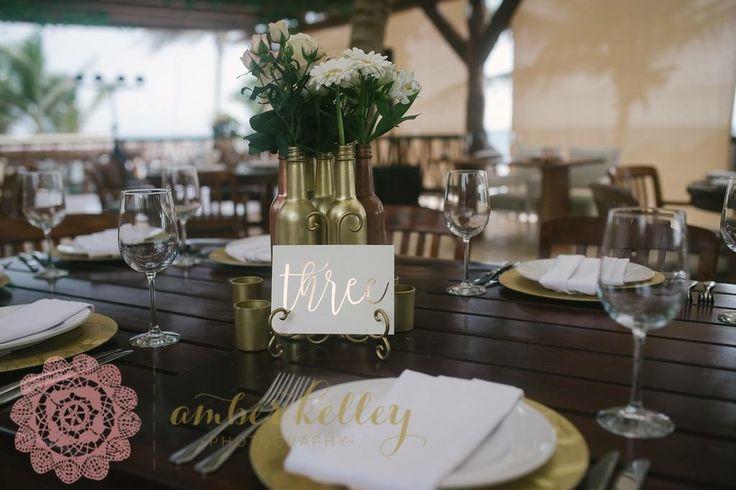 CBV265 wedding rivera maya gold bottles with light ping and white flowers / botellas doradas con flores rosa claro y blanco