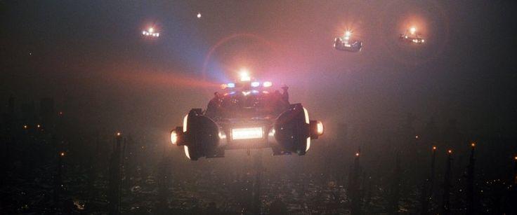 """Er ist berühmt geworden durch Filme wie """"Blade Runner"""" und """"Tron"""", sein Spezialgebiet ist futuristisches Autodesign: Syd Mead hat viele Trends vorausgesehen - auf die Straße hat es nur ein Entwurf für ein Zubehörteil gebracht."""