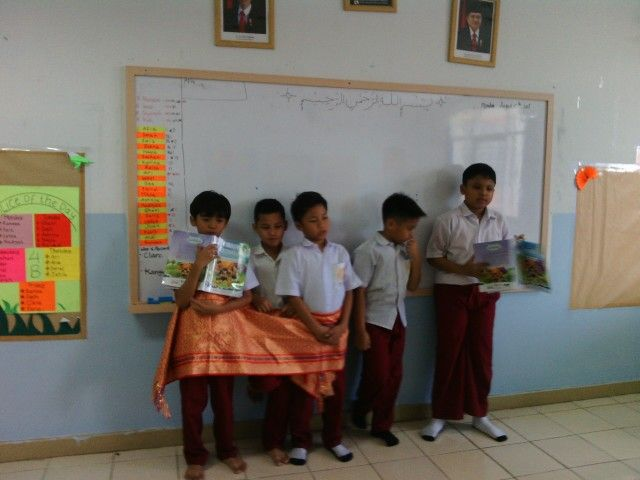presentasi kain traditional
