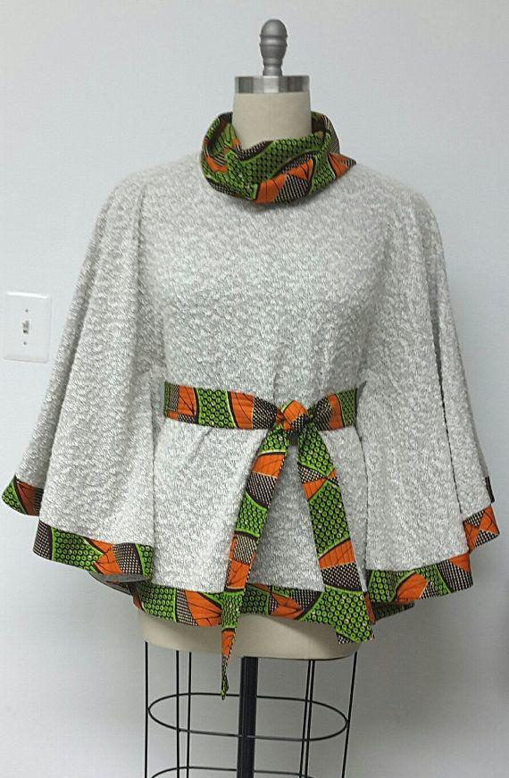 Veste Cape. Col bénitier. Impression d'Afrique. Boucle en tricot. Poncho. Fait à la main. Vêtements d'automne.                                                                                                                                                                                 Plus