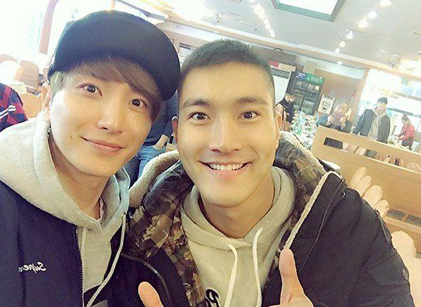Super Junior's Choi Siwon Sends Leeteuk a Touching Letter From the Army