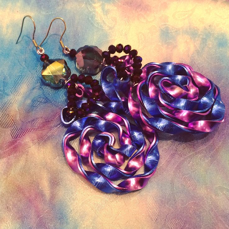 Unique handmade wire earrings with cut glass by #pictordesign 😍 select your own pair at our online shop: link in bio 🛍 #uniquejewelry #handmadeearings #hadmade #handmadejewelry #jewelry #design #earrings #wire #cutglass #handcrafted #purple #blue #shiny #handpainted #silk #fashion #art #instafashion #style #art #crafts #ljubljana #madeinslovenia #pictorshop