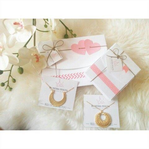 Ha sido un día agotador pero poco a poco la nueva colección va cogiendo forma, antes del finde esperamos subir otra tanda de novedades a la web  buenas noches!! www.byneskapolita.com #jewels #handmade #new #style #necklaces #love #cute #eshop