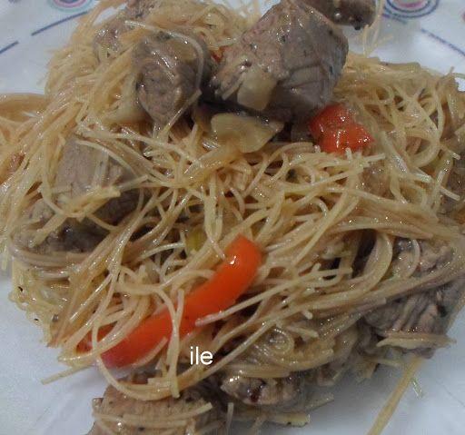 CARNE SALTEADA CON FIDEOS DE ARROZ  Esta receta la encontras en   http://lacocinadeile-nuestrasrecetas.blogspot.com.ar/2015/11/carne-salteada-con-fideos-de-arroz.html  GRACIAS POR VISITARNOS!!!