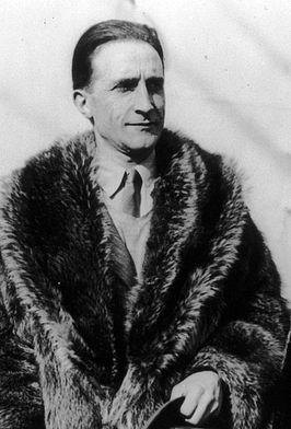 Marcel Duchamp (Blainville-Crevon, 28 juli 1887 - Neuilly-sur-Seine, 2 oktober 1968) was een Frans kunstenaar. Duchamp was de eerste die een alledaags voorwerp presenteerde als een kunstwerk. Zijn werken behoren tot het Dadaïsme, Surrealisme en Conceptuele kunst.