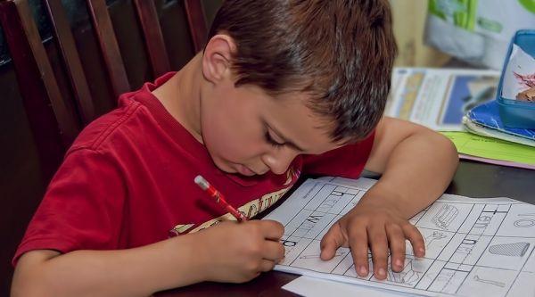 Πώς θα βοηθήσουμε το παιδί να μελετά μόνο του