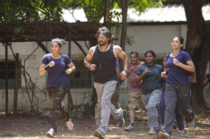 Madhavan, Nassar, Ritika Singh, and Mumtaz Sorcar in Saala Khadoos (2016)