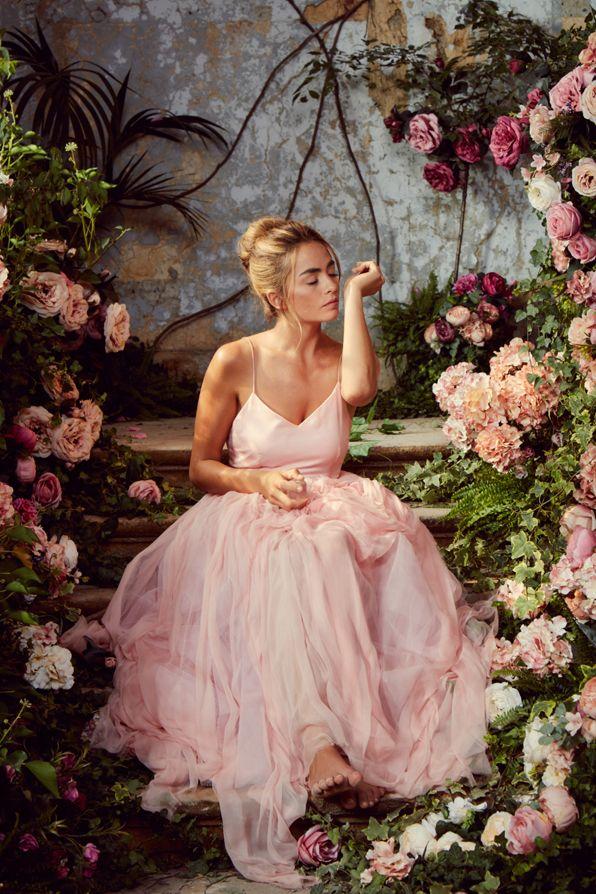 Sofia Von Matiamubysofia Ist Das Sinnbild Einer Jungen Frau Die Aufgeschlossen Die Welt Erobert Und Dabei Ihre Sanfte Warmhe Romantische Frau Frau Beautiful