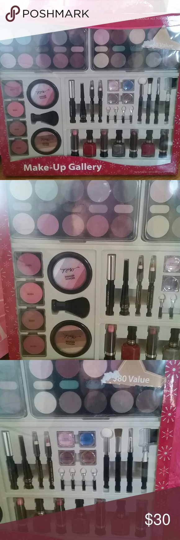 MAKE-UP GALLERY Collection of shadows, blushers, bronzers, highlighters, mascara,liners, polishes and lipsticks & gloss's. Brushes and applicators included! Varied color palettes of blues, greens, browns, mauves, etc.... Great Make-Up Kit for Cheer, theater, etc.... As well as everyday use! Brand new. Never Used, Never Opened. 60 piece set.... Color Workshop Makeup