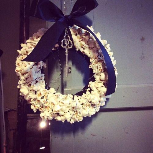 Ghirlanda POP CORN by Clo'eT #natale2014 #natale2014 #addobbi #decorazione #festività #feste #inverno #food #white #black #sweet #love #interni #instagood #home #happy. Su ordinazione info@cloet.it
