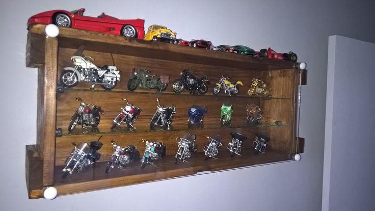 Caixa de munição (cunhete) para abrigar miniaturas de motos