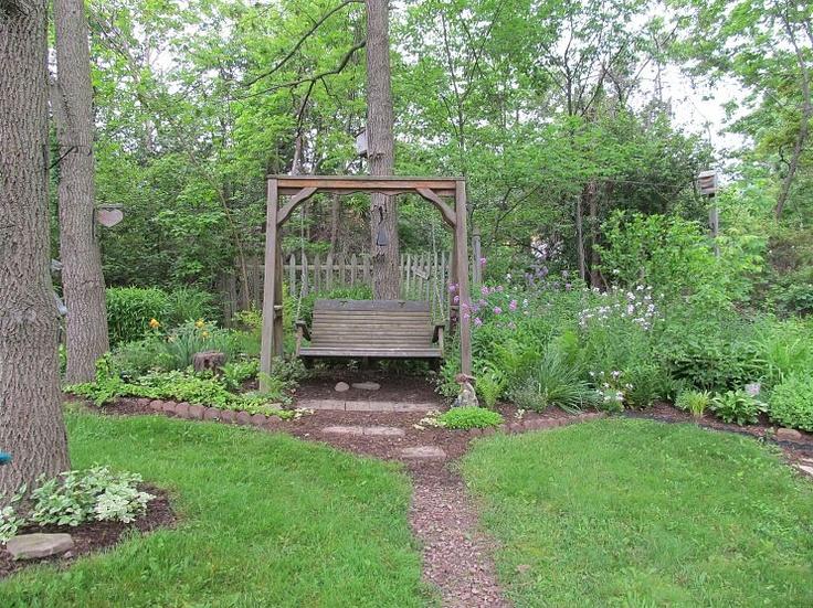 Absolutely Beautiful!!: Yard Gardens, Side Yard, Gardens Swings, Flowers Beds, Quiet Places, Backyard Retreat, Outdoor Spaces, Back Yard, Outdoor Swings
