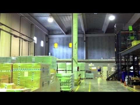 Nave logística en alquiler. 5000 m2 de planta baja. 40 m2 de oficinas. Aseos y vestuarios. Comedor para el personal. 10 muelles de carga para camión TIR y 2 muelles de carga para furgoneta. Puerta TIR rodado. Amplio patio pavimentado y vallado. 10-12 metros de altura. Solar de 8000 m2.    mas información.   www.franklinbcn.com/index.php?p=na2& in=925    FRANKLINBCN    www.franklinbcn.com    telf 689 729 926  telf 935 571 000  info@franklinbcn.com
