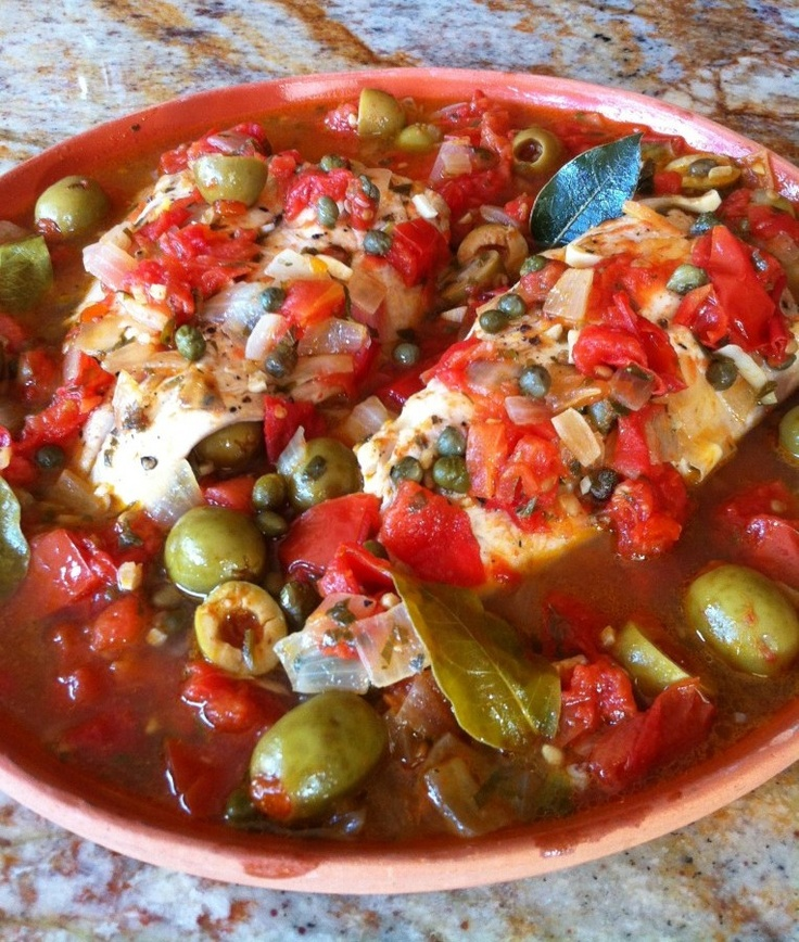 Nothing better than trying local food. Mexico is a foodie's nirvana...  Huachinango a la Veracruzana (Snapper Veracruz)