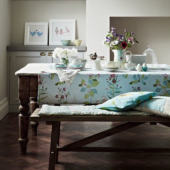 Use Accessories And Soft Furnishings To Brighten Up A Country Dining Room