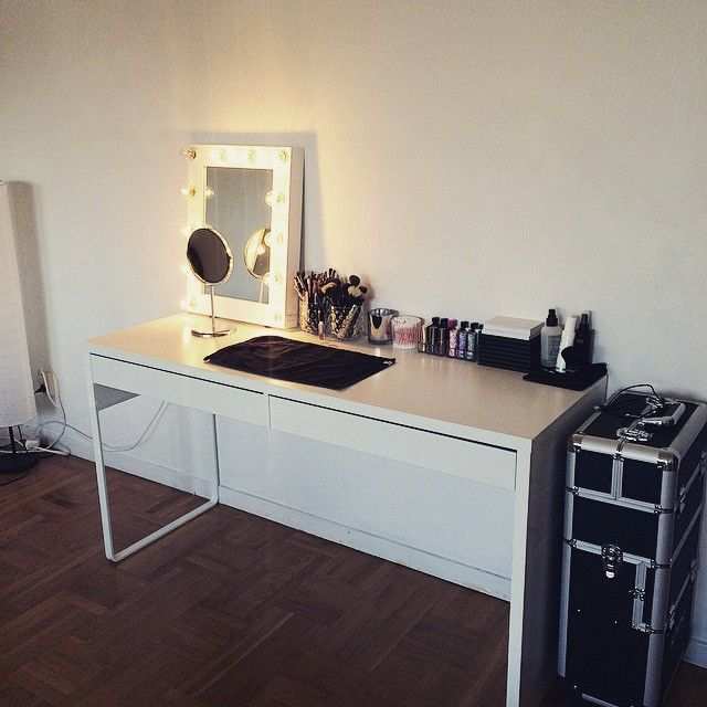 My makeup station when it's clean  gonna post some  pictures in my blog if you want to see more!  www.isastar.se  #mua #makeup #makeupartist #beautyblog #bblog #clean #home #makeupstation #ikea #sminkspegel #makeupmirror