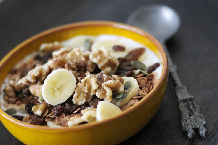 Mijn favoriet de laatste tijd: dit gezond ontbijt met walnoten, banaan en cacaopoeder. Variatie is belangrijk voor een gezonde leefstijl. En genieten!