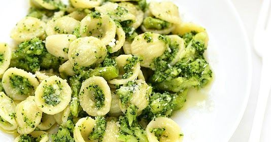 La recette des pâtes (orecchiette) aux brocolis comme en Italie. Simple, rapide et plein de petits plus qui font la différence.