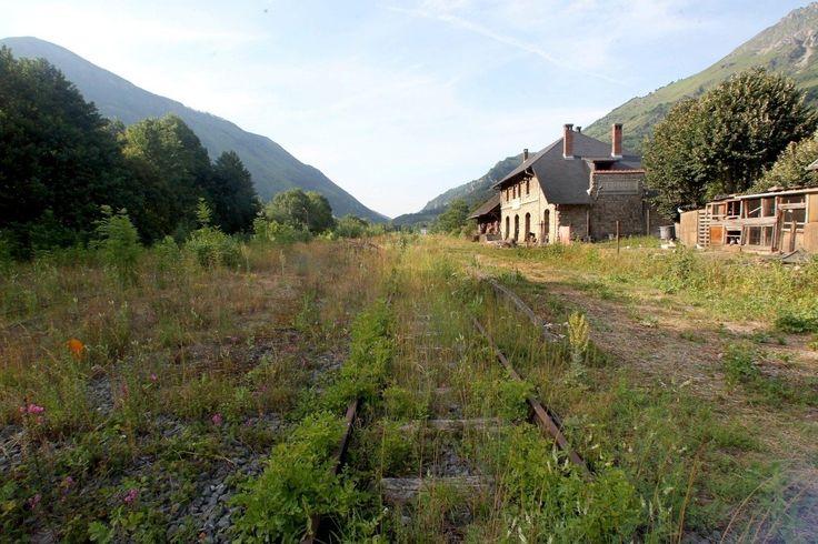 L'ancienne gare de Bedous , sur la ligne Pau - Canfranc , le 3 juillet 2012.