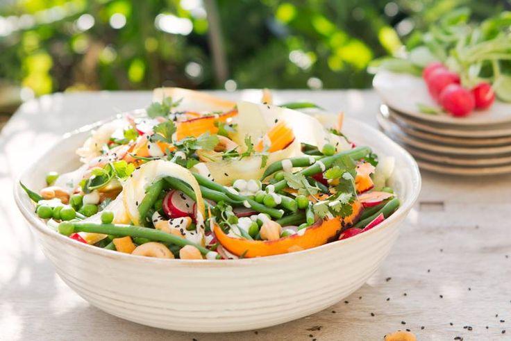 De smaak van de lente: zoete tuinerwten, pittige radijs en knapperige sperziebonen - recept - allerhande