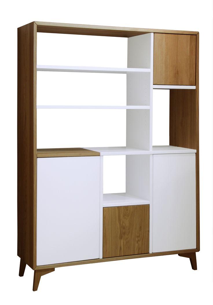 Présentée ici dans sa version colonne 4 portes, la collection Helsinki comprend également une table haute, une table basse, un meuble TV et un bahut. L'ensemble de ces meubles est intégralement sur-mesure et personnalisable : dimensions, choix du traitement du piétement en bois ou en métal, choix de la couleur de la laque.