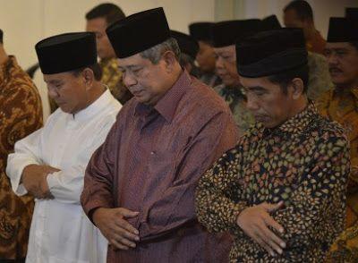 "Kritik Jokowi Sebaiknya SBY Belajar Dari Prabowo Subianto  Kehadiran media sosial benar-benar dimaksimalkan oleh SBY Presiden ke-6 RI untuk mendiseminasi kegiatan politiknya dan opininya tentang berbagai masalah bangsa. Bisa dikatakan hampir setiap minggu ada saja postingan SBY. Baik yang bersifat pasif dan tertulis seperti Twitter maupun yang aktif dalam bentuk gambar dan narasi berupa video di YouTube. ""Tiada waktu tanpa ciutan SBY"" demikian kelakar seorang netizen mengomentari kegemaran…"
