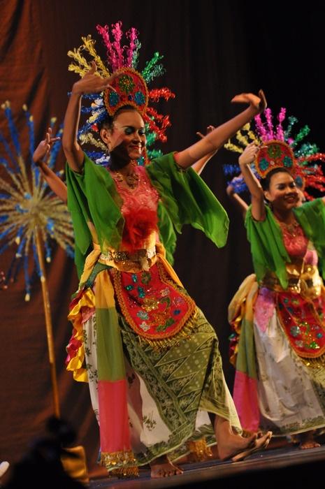 Betawi Dance, by Liga Tari Krida Budaya UI.
