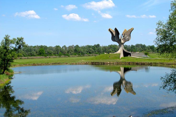 Kameni cvijet (Bogdan Bogdanovič), Jasenovac, Croatia