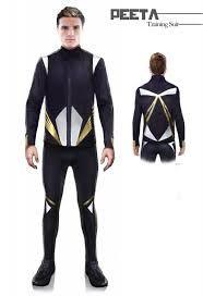 el traje de los jugadores, adecuado para permitir movimiento, y protegerlos al mismo tiempo