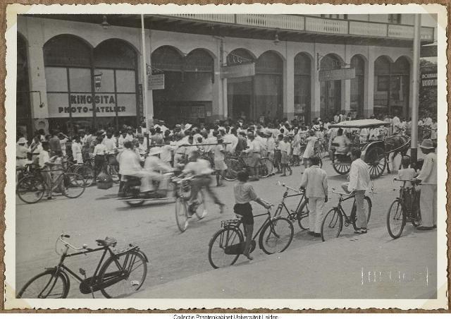 Pada masa yang lampau Bandoeng Laoetan Onthel itu sebenarnya ada dan bukan cerita bohong. Pada dekade 1920-an hingga 1940-an, jalan-jalan di kota Bandung