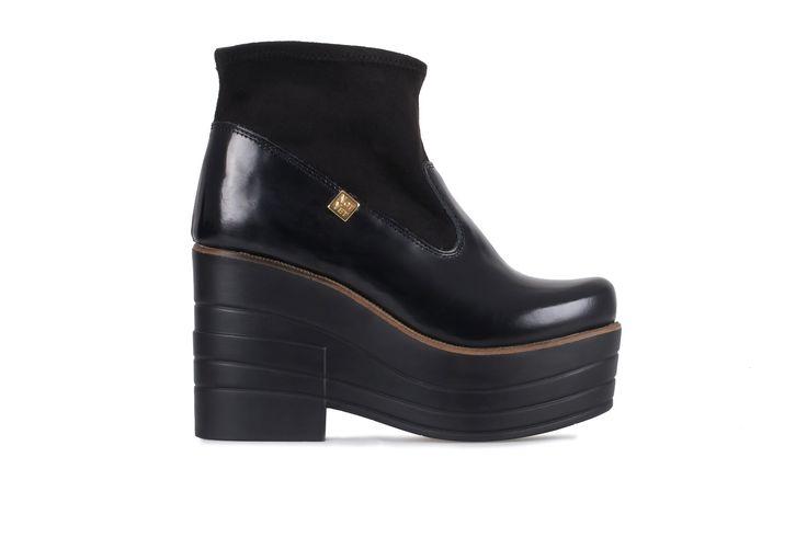 A combinação da pele com a lycra nestes botins dão-lhes o toque original NOTYET.  Altura vs estilo único.