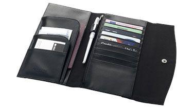 Billetera delgada o cartera de #viaje capaz de almacenar las tarjetas de crédito, documentos, monedas y varios bolsillos funcionales. Más información sobre el #regalo en:  http://www.regalodeempresagsr98.es/regalos-merchandising/carteras-viaje-balmain-personalizadas-119554/