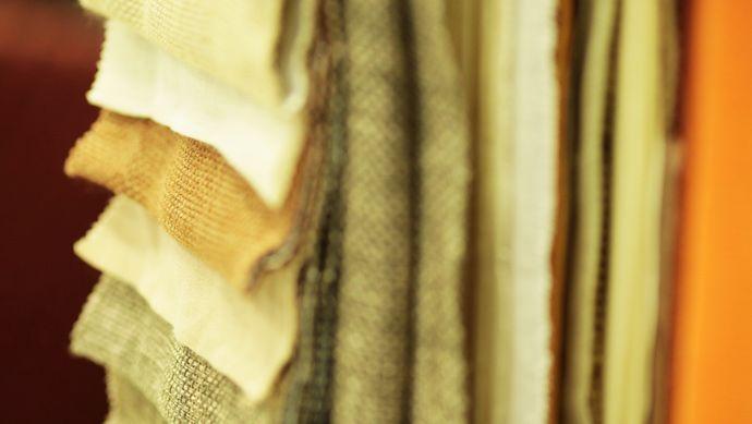 """Ένα από τα σημαντικότερα διακοσμητικά στοιχεία ενός χώρου αποτελούν τα υφάσματα που """"ντύνουν"""" διάφορες επιφάνειες, όπως έπιπλα, κουρτίνες κ.λπ.  Μάθετε περισσότερα στο http://www.alexiadis.gr/page.aspx?itemID=SPG4"""