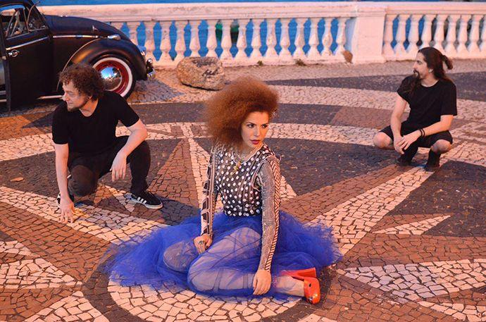 Vanessa da Mata exibe música nova produzida pelo duo carioca Felguk - http://anoticiadodia.com/vanessa-da-mata-exibe-musica-nova-produzida-pelo-duo-carioca-felguk/