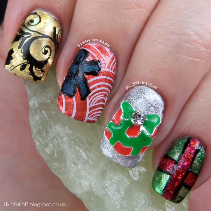 Die besten 25 christmas present nail art ideen auf pinterest christmas presents nail art featuring nail foils stamping freehand painting and a nail charm prinsesfo Gallery