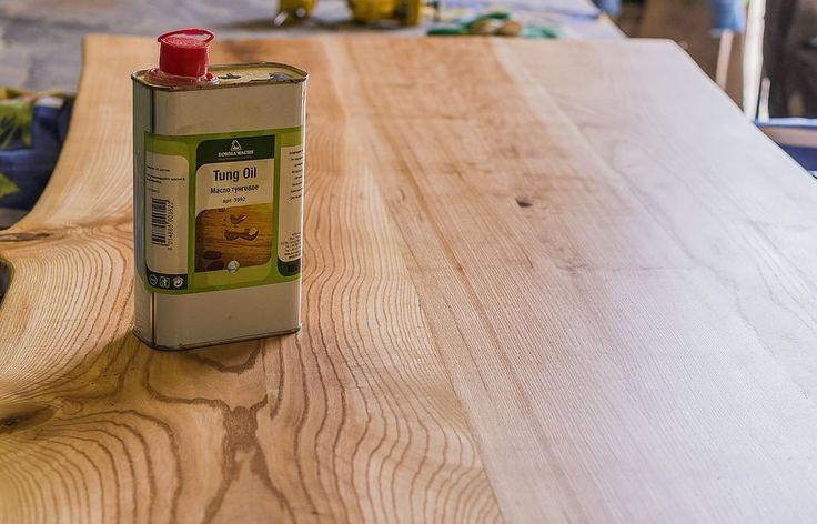 Ясеневый стол для кухни покрывается тунговым маслом. Оно имеет очень приятный запах и цвет :) #ретролампы #эдисон #woodooloft #locationphoto #студия #торшер #зеркалослампами #лампыэдисона #айрон #iron #дизайнерскаямебель #торшер #светильник #архитектура #лофт #дизайн #дизайнинтерьера #мебельлофт #модно #современно #железный #железнаялампа #люстралофт #светлофт #лофтсвет #эдисон #лампаэдисона #бар #буквыслампочками
