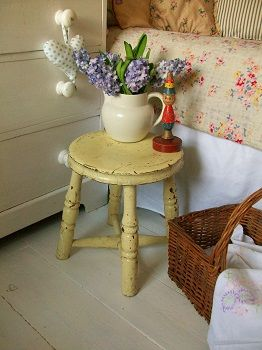 Antique painted stool from Lavender House Vintage  <> (cottage living, interior decor)