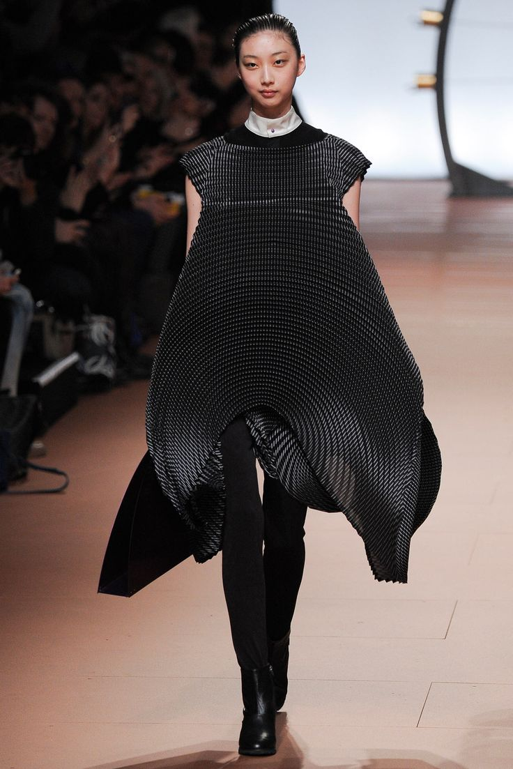 Issey Miyake Fall 2014 Ready-to-Wear - Collection - Gallery - Style.com