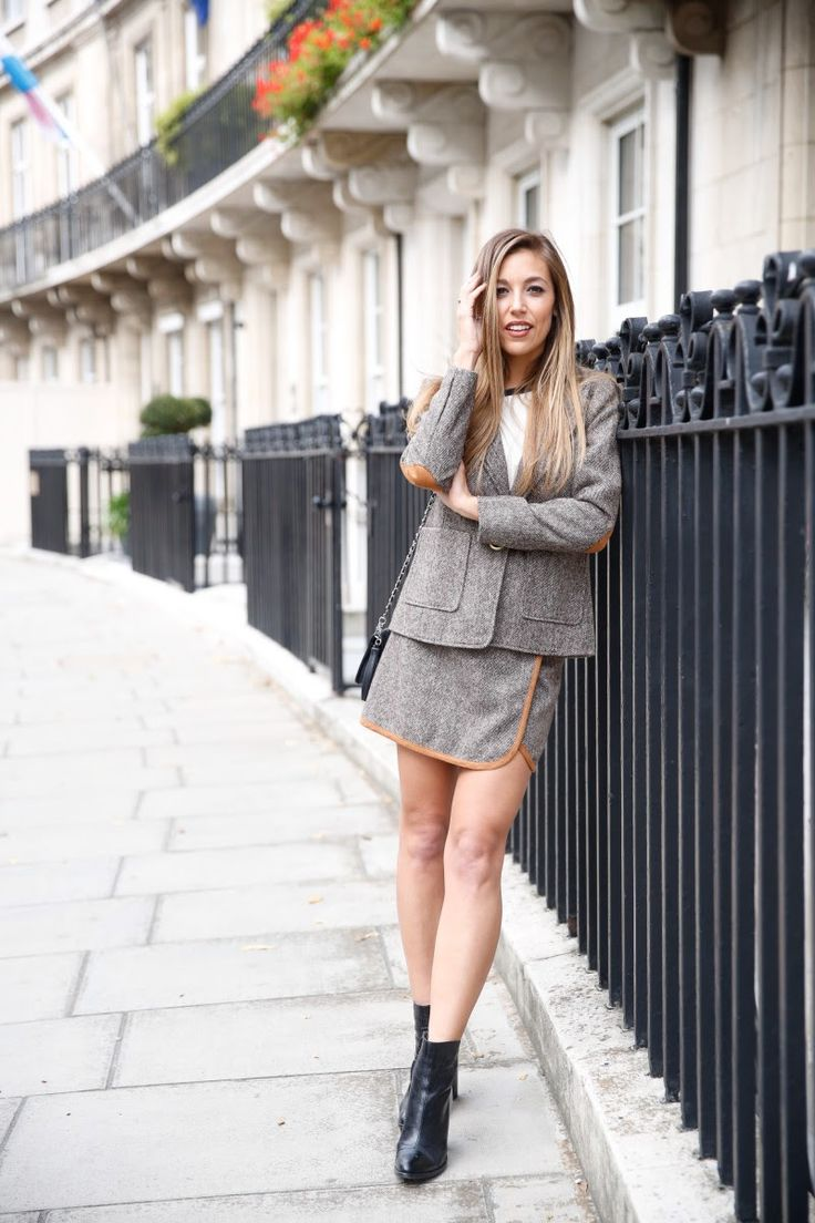 Meet Emma Watts, fashion blogger from the United Kingdom.  Emma started her blog Vivara as a way to share outfits that won't break the bank.  Her blog proves you can look like a million bucks without spending much money. She encourages her readers to be confident and embrace fashion  no matter the price tag.   Please take a look through at her blog journey and enjoy at www.vivarafashionblogger.com