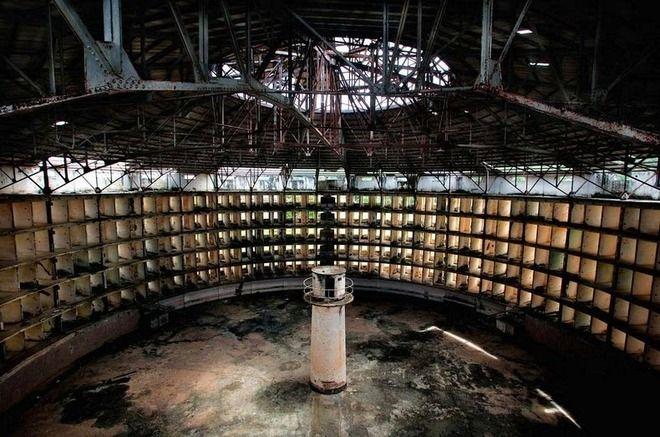 恐怖の監獄が廃墟に!カストロも収容された悪名高き刑務所「プレシディオ・モデロ」:[雪]