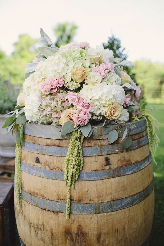 Love the over flow of flowers. Would love to have these at the beginning of my isle with fall flowers