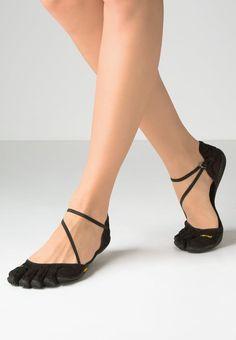 Diese formschönen Schuhe geben dem Fuß ein tolles Tragegefühl. Vibram Fivefingers VI-S - Trainings- / Fitnessschuh - black für 79,95 € (01.06.16) versandkostenfrei bei Zalando bestellen.